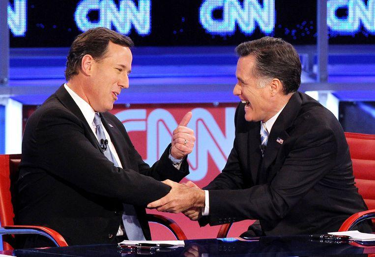 Santorum (links) en Romney gisteravond na afloop van het tv-debat in Mesa, Arizona. Beeld getty