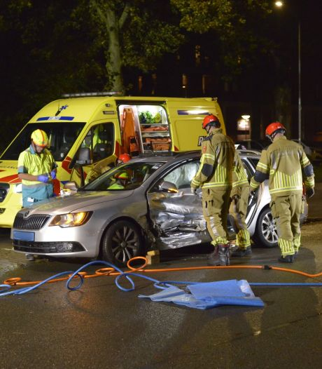 Taxichauffeur gewond bij botsing in Breda, andere bestuurder spoorloos