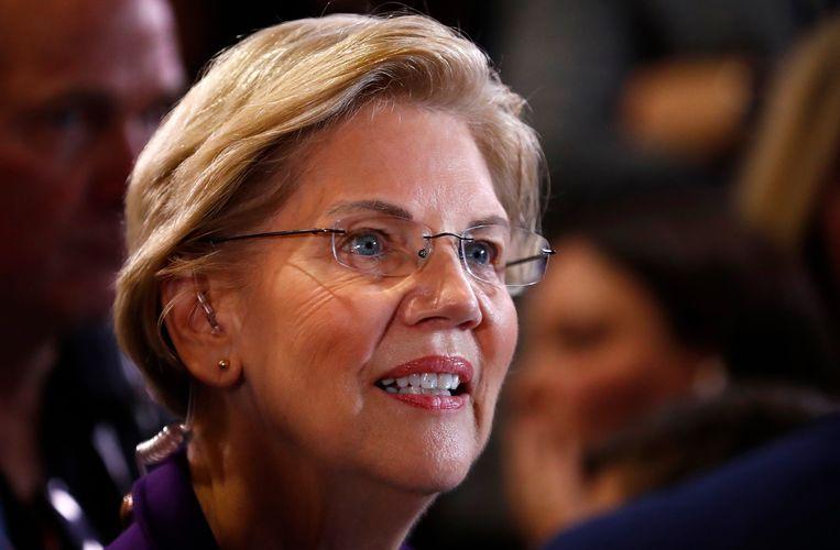 Elizabeth Warren tegenover gedurende het vierde politieke debat in de Democratische voorronde, bij de Otterbein Universiteit te Ohio.  Beeld Reuters
