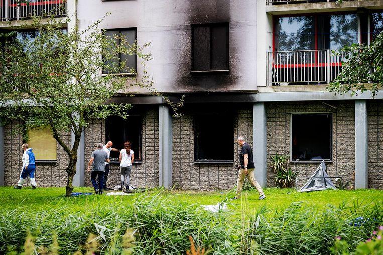 De brand in de flat aan de Rode Kruislaan in Diemen woedde op de begane grond. Beeld anp