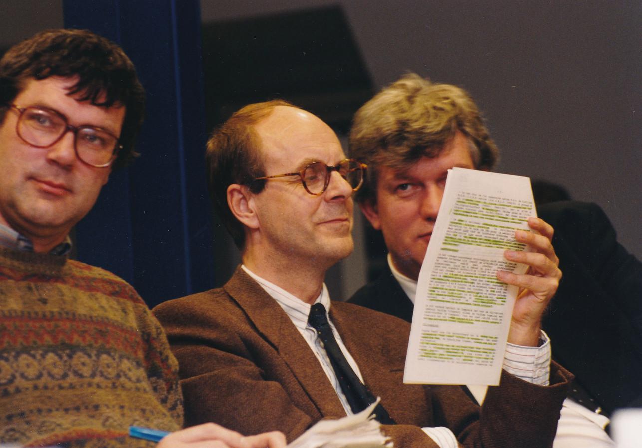Linthorst als wethouder financiën. Rechts naast hem een andere toenmalig wethouder, Pim Vermeulen.
