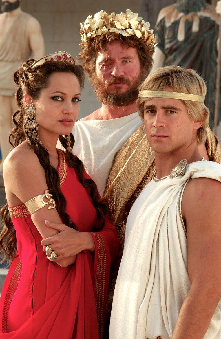 Angelia Jolie en Val Kilmer (achteraan) speelden samen in de film 'Alexander'.