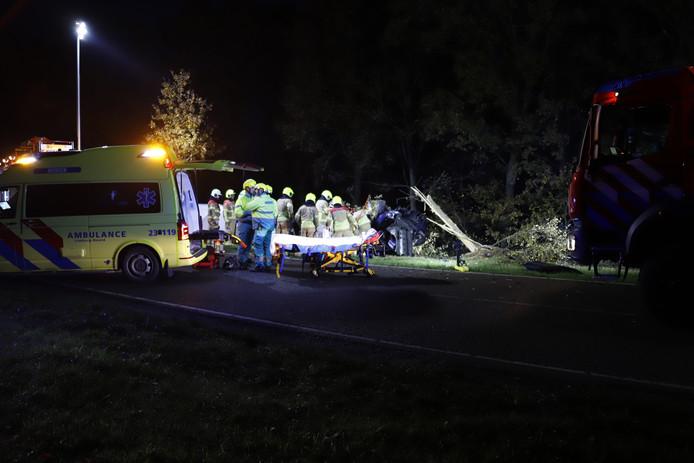 Bestuurder ernstig gewond bij zwaar eenzijdig ongeluk in Maashees.