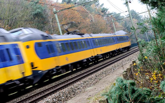 Trein op het spoor bij Soest, foto ter illustratie