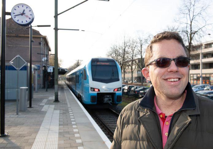 Jan de Kroon op het station van Ede.