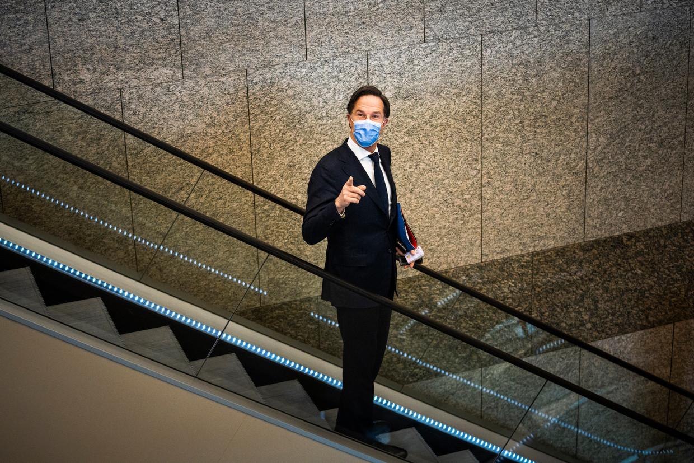 Mark Rutte (VVD) tijdens de schorsing van het debat over aanwijzen van en opdracht verlenen aan de informateur. Beeld Freek van den Bergh / de Volkskrant