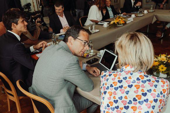 Vlaamse regeringsonderhandelingen tussen N-VA, Open VLD en CD&V met Jan Jambon, Bart De Wever, Hilde Crevits, Bart Somers en Ben Weyts.