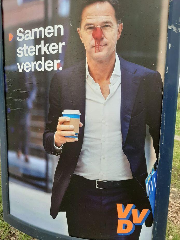 Een rode neus voor de premier in de Reeshof: VVD-premier Rutte tot clown vernederdin de Reeshof.