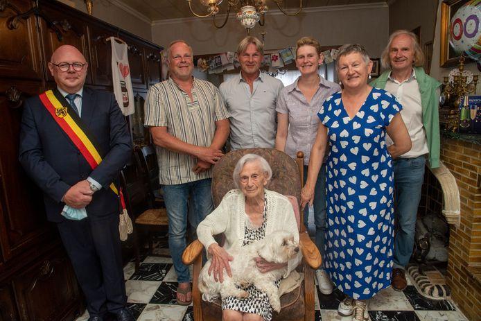 Elza De WIlde viert haar 100ste verjaardag.