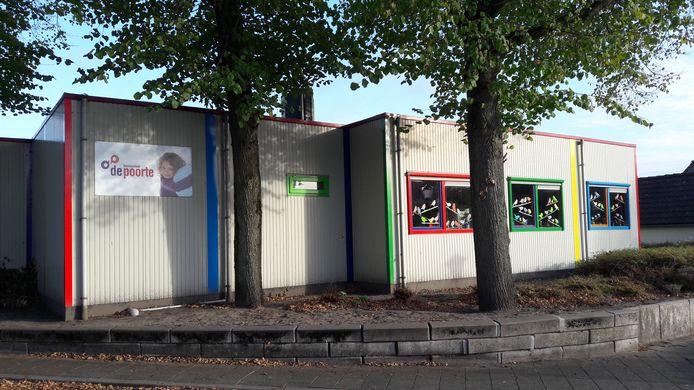 """Wethouder Lars van der Beek hoopt dat er geen vertraging ontstaat rond de bouw van een nieuw scholencomplex in Woensdrecht. ,,Want het huidige pand van De Poorte is echt op."""""""