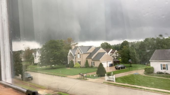Donkere luchten en tornado's boven New Jersey.