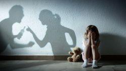 10 meldingen van fysieke kindermishandeling per dag: dit zijn de alarmsignalen