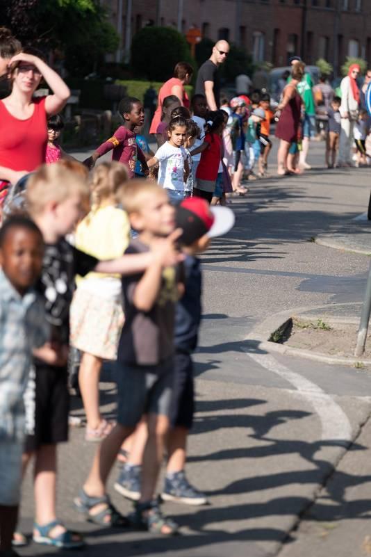 De kindjes kwamen maar wat graag op straat om te ijveren voor betere luchtkwaliteit. Volgens Vld-Groen-M+ is een LEZ daarvoor de beste oplossing.