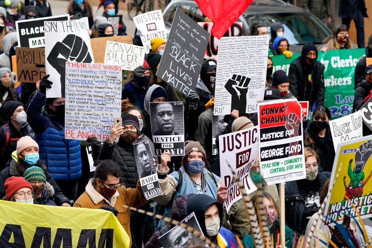 Politiekorpsen in heel de VS zetten zich schrap voor demonstraties na de uitspraak.   Beeld AP