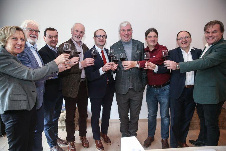 Een deel van de Vlaamse Wijngilde klinkt alvast op de 50ste verjaardag, met minister Weyts
