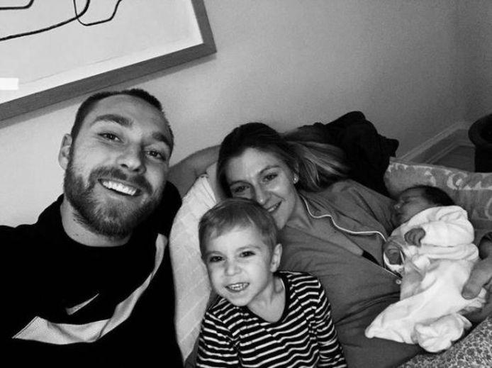 Christian Eriksen, hier op een archiefbeeld met zijn partner Sabrina en hun twee kindjes.