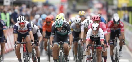Philipsen wint eerste etappe in BinckBank Tour na grote valpartij vlak voor finish