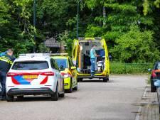 Leerling raakt onwel op basisschool in Apeldoorn en gaat met ambulance naar ziekenhuis