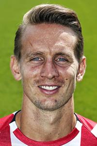 GOAL! 2-0 PSV! Doelpunt Luuk de Jong<br>Dit kán en mág niet meer fout gaan voor PSV, De Jong verdubbelt de voorsprong met een rake kopbal in de korte hoek! Als BATE er nu drie maakt, krijgen we een verlenging.