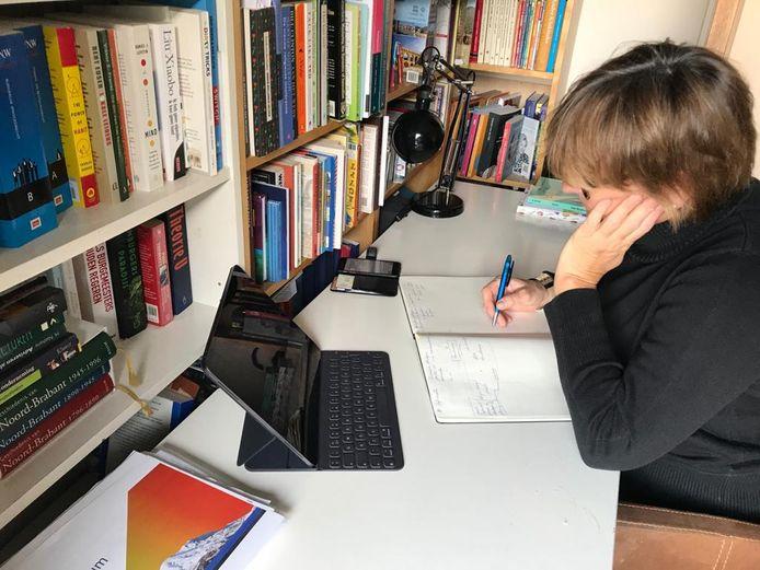 Burgemeester Wobine Buijs werkt thuis