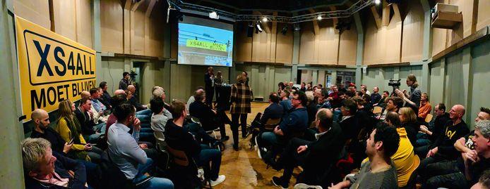 In een volle Amsterdamse Waag trapte de actiegroep 'XS4ALL moet blijven' op 28 januari de campagne tot behoud van de provider af.