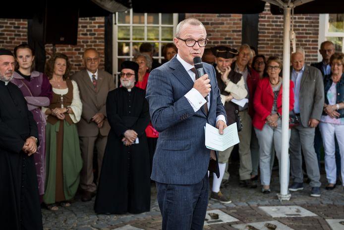 Michael Sijbom als burgemeester van Losser. Aan het eind van dit jaar speelt Sijbom de rol van burgemeester in de grote theaterproductie De Boerenopstand.