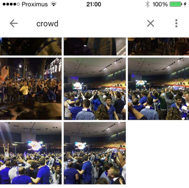 Een zoekopdracht op 'crowd' toont foto's met een mensenmassa. Beeld rv