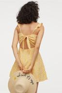 Robe vichy - 7,99 euros au lieu de 19,99 euros.