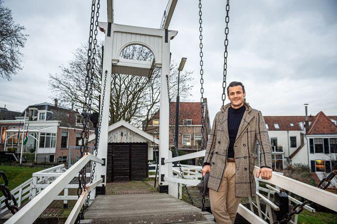 Denk-lijsttrekker en fractievoorzitter Farid Azarkan maakt een wandeling door Schoonhoven, de stad waar hij vanaf zijn achtste jaar opgroeide.
