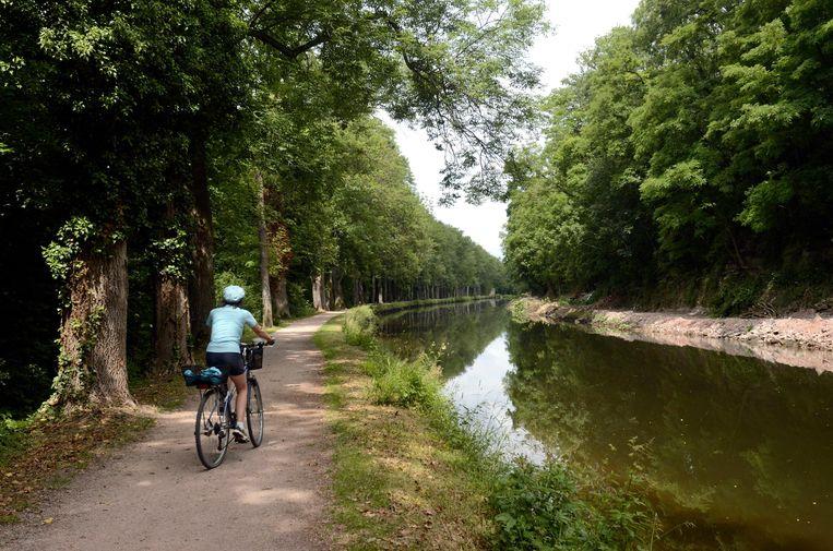 Het fietspad langs het Canal de l'Est, tussen Epinal en het meer van Bouzey.  Beeld Alamy Stock Photo