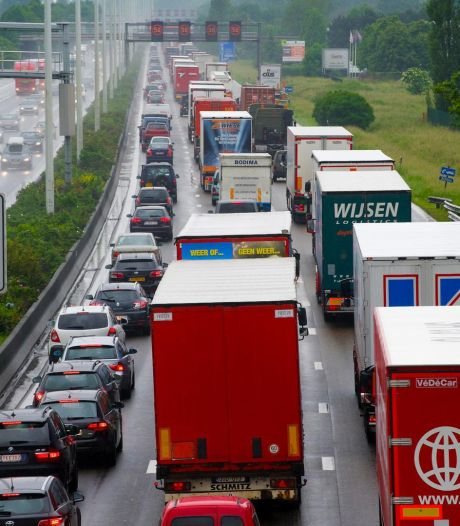 Lange file vanuit Kempen en Limburg richting Antwerpen door ongeval