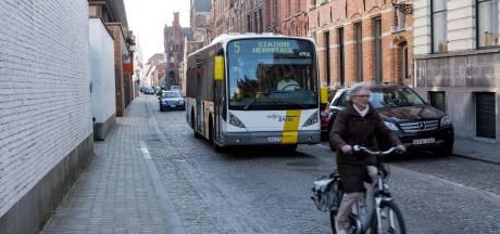 De Lijn schaft in Brugge 174 bushaltes af, verplaatst er 48 en houdt er nog 329 over
