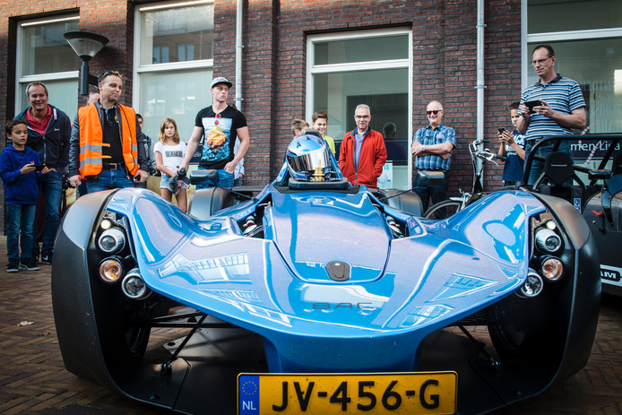 Oudenbosch is het vertrekpunt van de Border Run, een rally met supercars