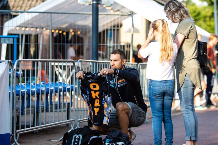 Voor het meisje uit Heerde is een skeelerjack van Crispijn Ariëns meer dan een schrale troost na de afgelaste wedstrijd in Otterlo.