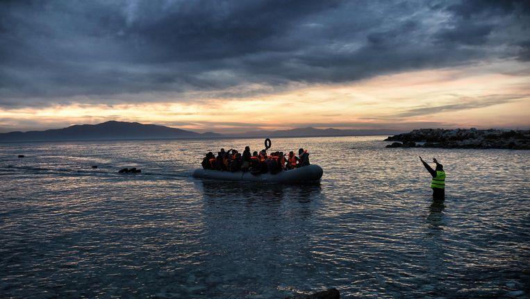 Een vluchtelingenboot arriveert op het Griekse eiland Lesbos. Beeld AFP