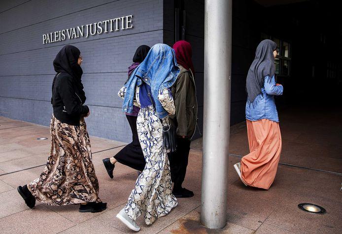 Het Cornelius Haga Lyceum voert al jarenlang procedures voor een islamitische middelbare school.