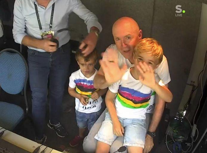 Michel Wuyts en zijn kleinkinderen Wies en Warre, net voor de start van het WK.