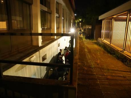 261 boetes op illegale Rave-party in Deventer kelder: ME veegt pand leeg en vindt 20 verstopte jongeren