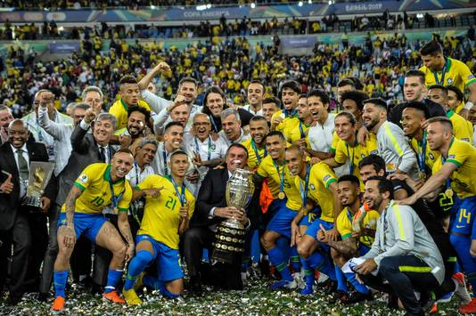 President Jair Bolsonaro en de Goddelijke Kanaries.