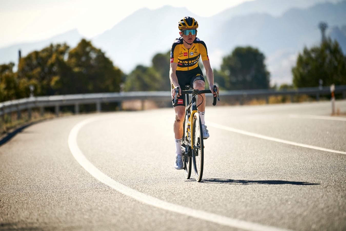 Wielrenner Antwan Tolhoek staat aan de start van de Clasica San Sebastián.