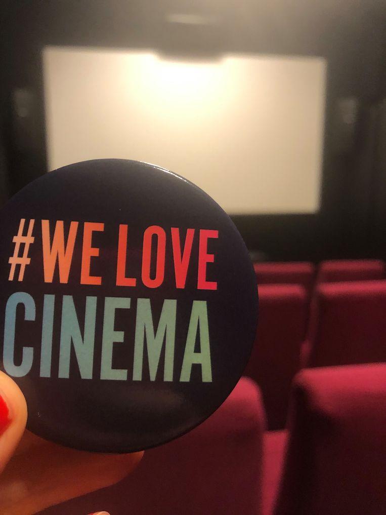 Met buttons zal het cinemapersoneel de boodschap uitdragen. Beeld rr
