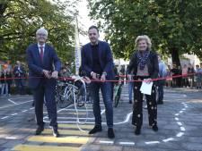 Leerlingen van Johan Seckel in Ommen leren beter fietsen op hun eigen ANWB Verkeersplein