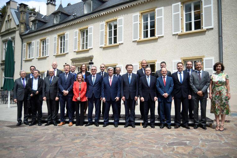 De leden van de Eurogroep poseren voorafgaand aan de vergadering in Luxemburg.  Beeld AFP
