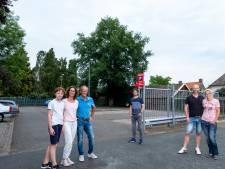 Buren vangen bot met protest tegen kap monumentale eik: 'We gaan met z'n allen beroep aantekenen'