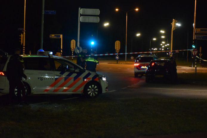 De Van Rosenburgweg werd met linten afgezet vanwege het steekincident.