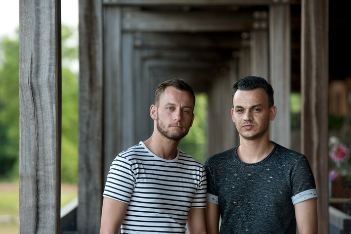 Het homopaar Sewratan-Vernes twee jaar geleden met rechts Ronnie.