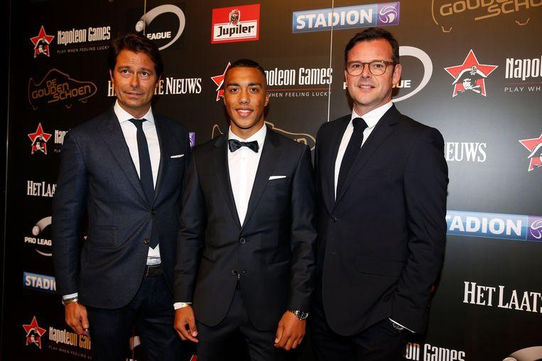 Hier wordt Henrotay geflankeerd door Youri Tielemans en Peter Smeets, op de Gouden Schoen in 2016. Beeld Photo News