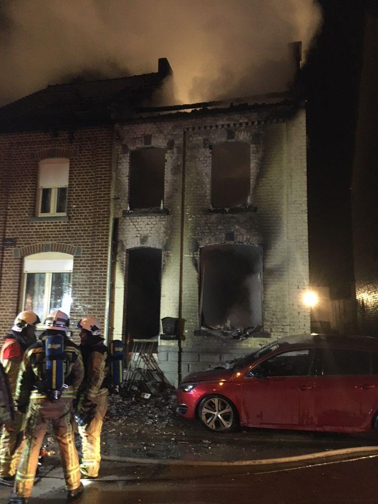 De uitgebrande woning. Alle hulp kwam voor de bewoner, een 52-jarige man, te laat.