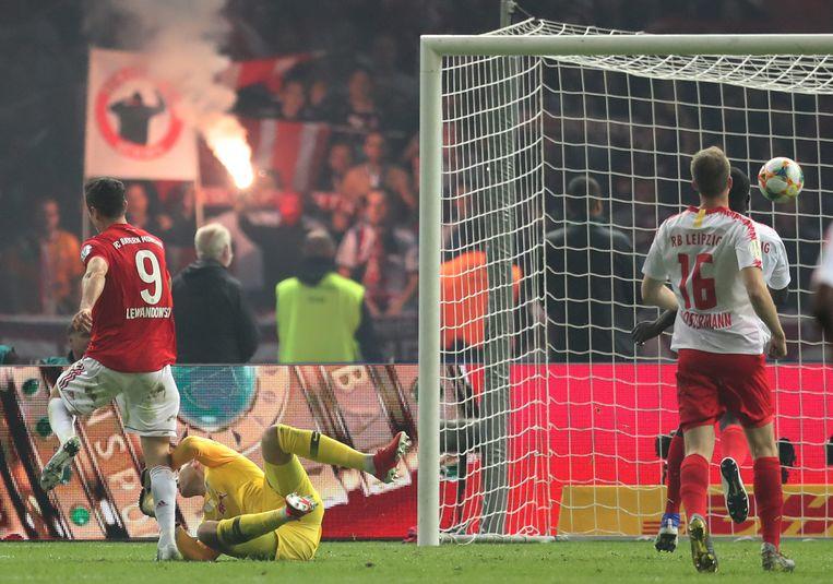 Lewandowski maakt er 3-0 van.