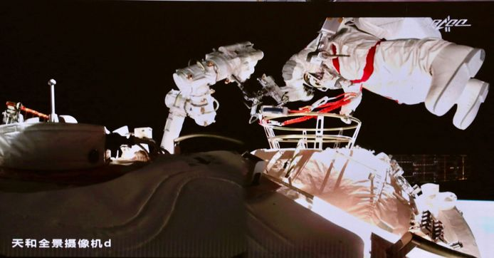 Beeld van de ruimtewandeling vandaag.
